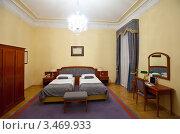 Купить «Интерьер спальни с двумя кроватями», эксклюзивное фото № 3469933, снято 13 июля 2020 г. (c) Яков Филимонов / Фотобанк Лори