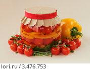 Купить «Помидоры маринованные со сладким перцем», фото № 3476753, снято 22 апреля 2012 г. (c) Чукова Жанна / Фотобанк Лори