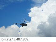 Облака и вертолёт. Стоковое фото, фотограф Евгений Ковешников / Фотобанк Лори