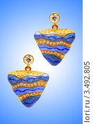 Купить «Золотые треугольные серьги с голубыми камнями», фото № 3492805, снято 15 октября 2008 г. (c) Elnur / Фотобанк Лори