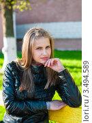 Купить «Красивая задумчивая девушка сидит на скамейке», эксклюзивное фото № 3494589, снято 2 мая 2012 г. (c) Игорь Низов / Фотобанк Лори