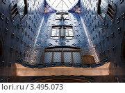 Купить «Интерьер дома Casa Batllo. Мозаика на стене внутреннего колодца. Архитектор Антонио Гауди», фото № 3495073, снято 22 ноября 2011 г. (c) Victoria Demidova / Фотобанк Лори