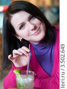 Девушка с коктейлем мохито. Стоковое фото, фотограф Хромушин Тарас / Фотобанк Лори