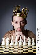 Купить «Молодой мужчина в золотой короне перед шахматной доской», фото № 3508621, снято 7 февраля 2012 г. (c) Elnur / Фотобанк Лори