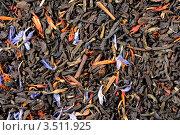 Китайский черный крупнолистовой чай с цветками красного шафрана, голубого василька и ягодами красной смородины. Стоковое фото, фотограф Алексей Голованов / Фотобанк Лори