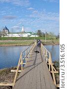Суздаль. Мост через реку Каменку (2012 год). Редакционное фото, фотограф Илюхина Наталья / Фотобанк Лори