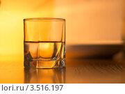 Стеклянный стакан с напитком. Стоковое фото, фотограф Фотиев Михаил / Фотобанк Лори