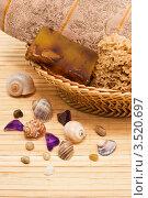 Натуральное мыло в корзине и ракушки. Стоковое фото, фотограф Инна Шевелёва / Фотобанк Лори