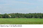 Купить «Вертолет на поляне, таймлапс», видеоролик № 3525033, снято 21 июля 2008 г. (c) Losevsky Pavel / Фотобанк Лори