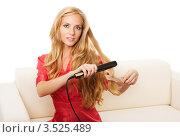 Купить «Девушка делает укладку», фото № 3525489, снято 27 июля 2011 г. (c) Коваль Василий / Фотобанк Лори