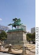 Купить «Памятник Кусуноки Масасигэ  напротив императорского дворца в Токио, Япония», фото № 3526833, снято 6 апреля 2012 г. (c) Иван Марчук / Фотобанк Лори
