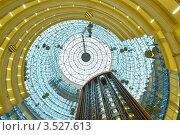 Атриум современного здания с лифтами. Стоковое фото, фотограф Светлана Полушкина / Фотобанк Лори