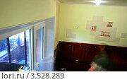 Купить «Штукатур наносит венецианскую штукатурку. таймлапс», видеоролик № 3528289, снято 2 ноября 2011 г. (c) ILLYCH / Фотобанк Лори