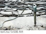 Купить «Ремонт дороги. Отбойный молоток», фото № 3530101, снято 18 мая 2012 г. (c) Дмитрий Калиновский / Фотобанк Лори