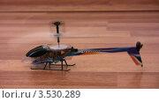 Купить «Игрушечный вертолет», видеоролик № 3530289, снято 18 ноября 2008 г. (c) Losevsky Pavel / Фотобанк Лори