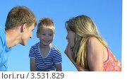 Купить «Фотографии семей на белом фоне», видеоролик № 3531829, снято 21 января 2009 г. (c) Losevsky Pavel / Фотобанк Лори