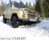 Купить «УАЗ застрял в глубоком снегу», фото № 3534897, снято 7 мая 2006 г. (c) Евгений Ткачёв / Фотобанк Лори