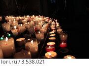 Зажженные свечи в костёле. Каркасон. Франция. Стоковое фото, фотограф Оксана Sk / Фотобанк Лори