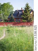 Купить «Каменный дом с башенками из красного кирпича», фото № 3538925, снято 20 мая 2012 г. (c) Ольга Денисова / Фотобанк Лори