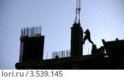 Купить «Силуэт рабочего на строящемся здании», видеоролик № 3539145, снято 16 апреля 2009 г. (c) Losevsky Pavel / Фотобанк Лори