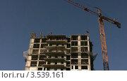 Купить «Строительный кран в работе», видеоролик № 3539161, снято 16 апреля 2009 г. (c) Losevsky Pavel / Фотобанк Лори