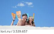 Купить «Счастливая пара пловцов», видеоролик № 3539657, снято 15 июня 2009 г. (c) Losevsky Pavel / Фотобанк Лори