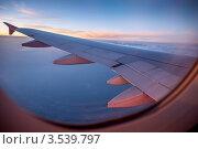 Купить «Крыло летящего самолёта, вид из иллюминатора, вечер», эксклюзивное фото № 3539797, снято 22 мая 2012 г. (c) Давид Мзареулян / Фотобанк Лори