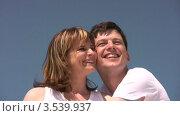 Купить «Улыбающаяся пара», видеоролик № 3539937, снято 29 июня 2009 г. (c) Losevsky Pavel / Фотобанк Лори