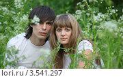 Купить «Портрет молодой пары в траве», видеоролик № 3541297, снято 10 августа 2009 г. (c) Losevsky Pavel / Фотобанк Лори