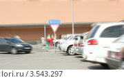 Купить «Парковка, таймлапс», видеоролик № 3543297, снято 21 октября 2009 г. (c) Losevsky Pavel / Фотобанк Лори