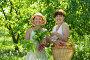 Купить «Взрослые мама с дочерью держат свежие овощи из своего огорода», фото № 3543569, снято 5 июня 2011 г. (c) Яков Филимонов / Фотобанк Лори