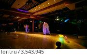 Купить «Две девушки танцуют в ночном клубе», видеоролик № 3543945, снято 26 октября 2009 г. (c) Losevsky Pavel / Фотобанк Лори