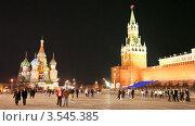 Люди прогуливаются ночью по Красной площади в Москве (2009 год). Стоковое видео, видеограф Losevsky Pavel / Фотобанк Лори