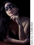 Купить «Девушка в маске», фото № 3548933, снято 10 декабря 2011 г. (c) Инга Дудкина / Фотобанк Лори