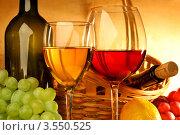 Купить «Композиция с бокалами красного и белого вина, корзиной, лимоном и виноградом», фото № 3550525, снято 14 мая 2012 г. (c) Виктор Топорков / Фотобанк Лори