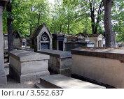 Купить «Кладбище Пер Лашез, Париж, Франция», фото № 3552637, снято 1 июля 2010 г. (c) Светлана Колобова / Фотобанк Лори
