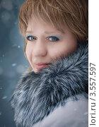 Портрет женщины в пальто с меховым воротником. Стоковое фото, фотограф Столыпин Борис / Фотобанк Лори