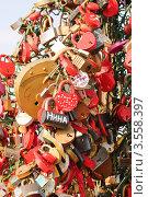 Дерево любви на Лужковом мосту. Стоковое фото, фотограф Алёшина Оксана / Фотобанк Лори