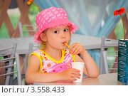Купить «Девочка в летнем кафе», фото № 3558433, снято 1 июня 2012 г. (c) Хайрятдинов Ринат / Фотобанк Лори