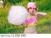 Купить «Портрет девочки со сладкой ватой», фото № 3558445, снято 1 июня 2012 г. (c) Хайрятдинов Ринат / Фотобанк Лори