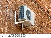Купить «Кондиционер на стене старого дома», фото № 3560853, снято 18 января 2018 г. (c) FotograFF / Фотобанк Лори