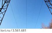Купить «Линия электропередач на фоне голубого неба», видеоролик № 3561681, снято 1 декабря 2009 г. (c) Losevsky Pavel / Фотобанк Лори