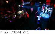Купить «Живое выступление музыкальной группы на сцене», видеоролик № 3561717, снято 7 декабря 2009 г. (c) Losevsky Pavel / Фотобанк Лори