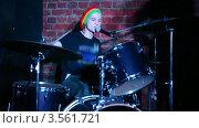 Купить «Живое выступление барабанщика на сцене», видеоролик № 3561721, снято 2 декабря 2009 г. (c) Losevsky Pavel / Фотобанк Лори