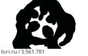 Купить «Черный силуэт людей, образующих круг», видеоролик № 3561781, снято 10 декабря 2009 г. (c) Losevsky Pavel / Фотобанк Лори
