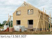 Строится дом из кирпича. Стоковое фото, фотограф Александр Романов / Фотобанк Лори