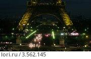Купить «Эйфелева башня поздним вечером под темным небом, Париж, Франция, таймлапс», видеоролик № 3562145, снято 8 января 2010 г. (c) Losevsky Pavel / Фотобанк Лори