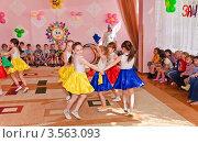 Купить «Праздник в детском саду», эксклюзивное фото № 3563093, снято 1 июня 2012 г. (c) Алёшина Оксана / Фотобанк Лори