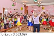 Купить «Праздник в детском саду», эксклюзивное фото № 3563097, снято 1 июня 2012 г. (c) Алёшина Оксана / Фотобанк Лори