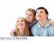 Купить «Родители с дочкой смотрят в сторону», фото № 3564945, снято 3 апреля 2012 г. (c) Raev Denis / Фотобанк Лори